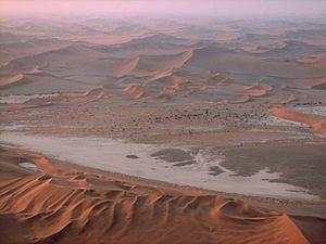 Geography of Namibia - Image: SAC Namibia desert 1