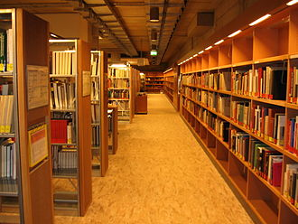 Saxon State and University Library Dresden - Shelves of the open access holdings