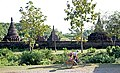 Sakya Man Aung-Mrauk U-10-Mauer-Stupas-gje.jpg