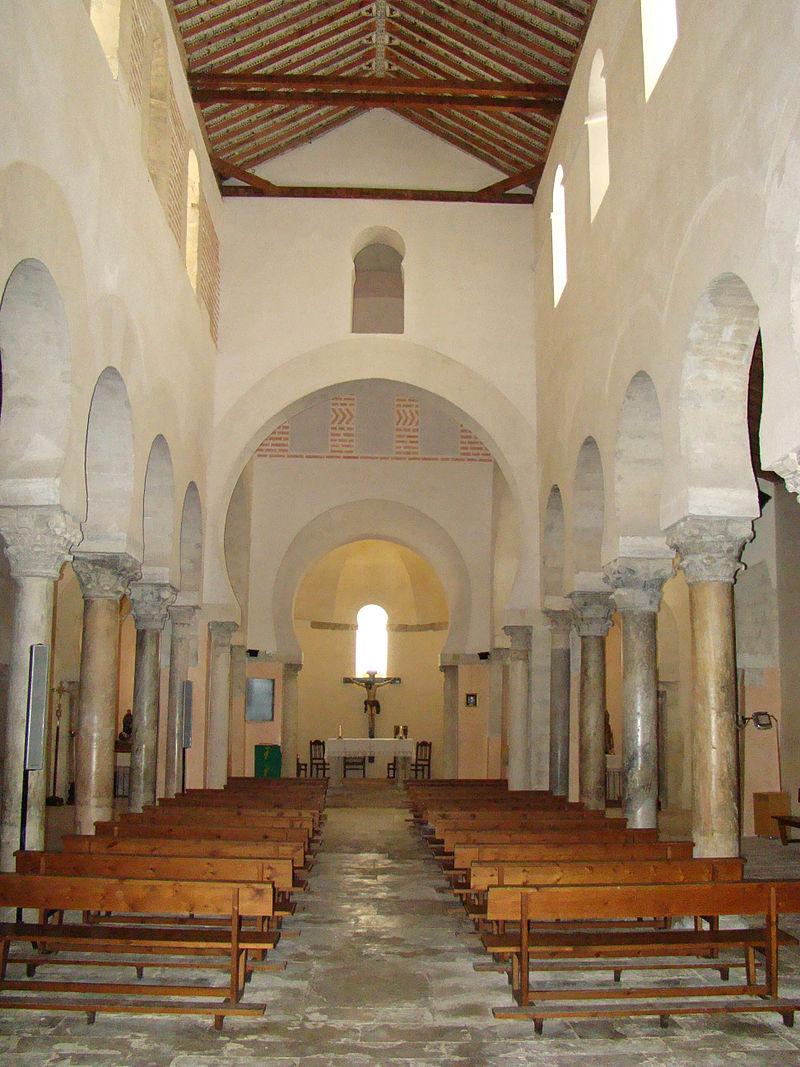 San Cebrián de Mazote iglesia mozarabe nave central ni.jpg