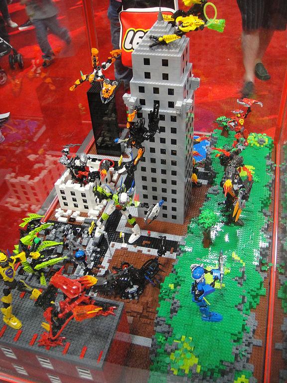 File:San Diego Comic-Con 2011 - Lego city diorama (5977355220).jpg ...