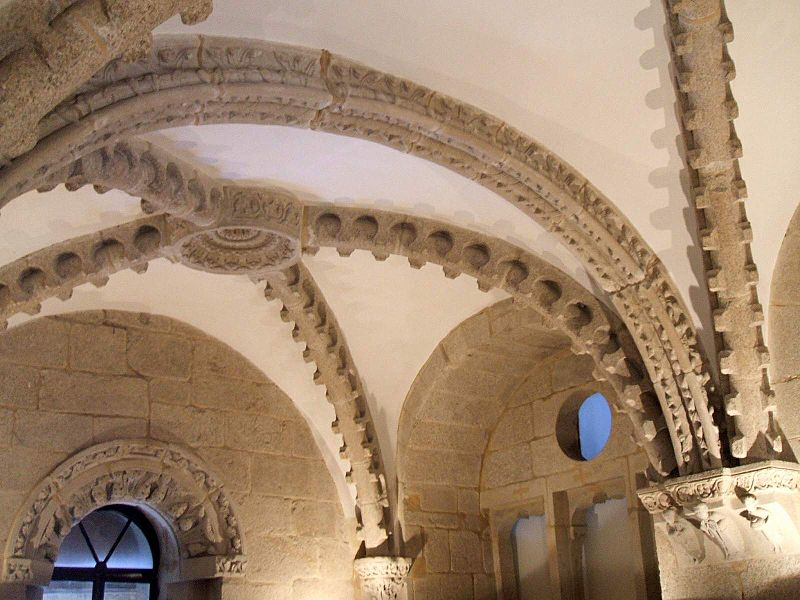 File:Santiago de Compostela - Palacio Obispo Gelmirez 2.jpg