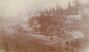 Sarah Dixon (sternwheeler) - Sarah Dixon (left) and Harvest Queen (right) in the newly-opened Cascade Locks, November 1896.