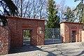 Schönstraße 71-78 (Berlin-Weißensee) Friedhofstor.jpg