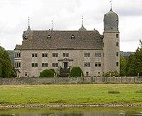 Schloss Hehlen Weserseite Weser Wiese.jpg