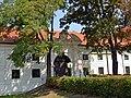 Schloss Kaiserebersdorf Eingang.jpg