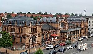 Schwerin Hauptbahnhof - Station building and station forecourt