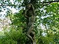 Sculpture au Jardin d'Agronomie Tropicale - Persée tenant la tête de Méduse.JPG
