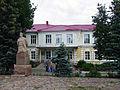Semyonov. Monument to poet Boris Kornilov near School.jpg