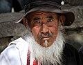 Shigatse-Tashilhunpo-38-Mann mit Hut und Bart-2014-gje.jpg
