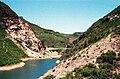 Simatai-(Ost),-Blick-auf-Mandarin-Duck-Lake-samt-Brücke-(1997).jpg