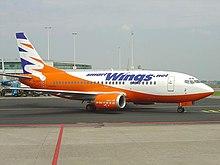 Smart Wings Boeing 737-500 presso l'aeroporto di Praga