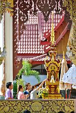 http://upload.wikimedia.org/wikipedia/commons/thumb/e/e2/Songkran_in_Wat_Kungthapao002.jpg/150px-Songkran_in_Wat_Kungthapao002.jpg