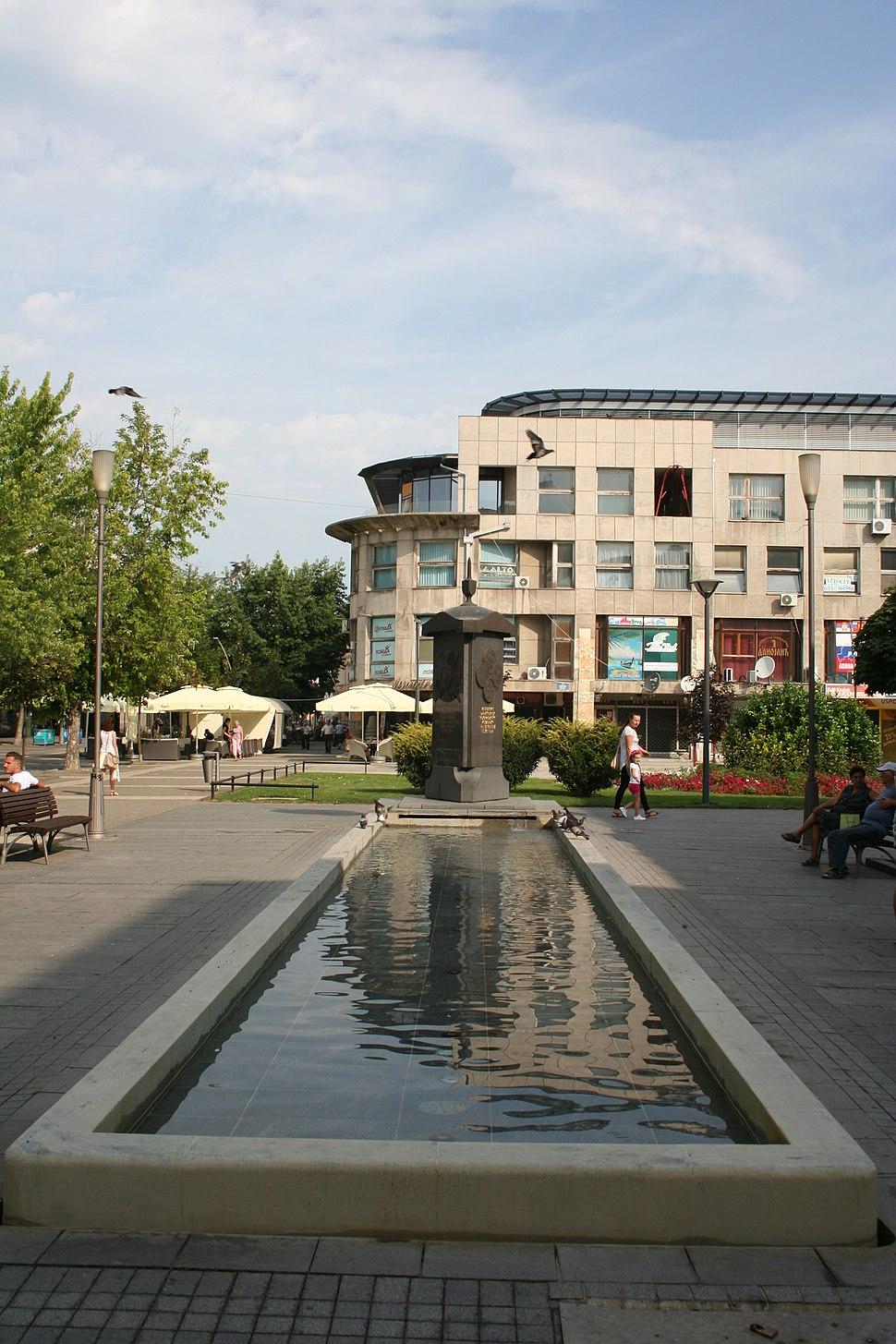 Spomenik i fontana Šabac 005