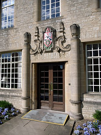 St Anne's College, Oxford - The main entrance to Hartland House, with the college's coat of arms and motto