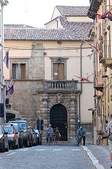 Sulmona wikipedia for Colonne quadrate decorative