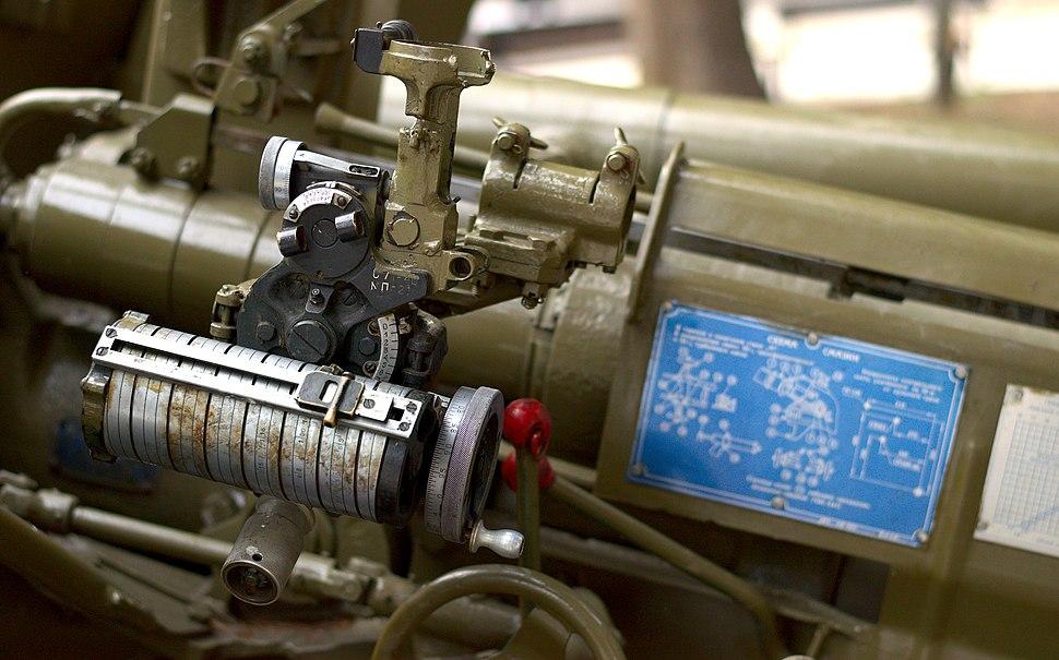 T-12 anti-tank gun aiming mechanism