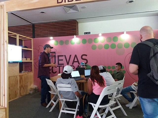 Taller sobre Wikipedia en el Módulo de #Bibliolabs en el Salón de Nuevas Lecturas durante la 10ª Fiesta del Libro y la Cultura de Medellín 2016. Taller dirigido por el usuario SajoR.