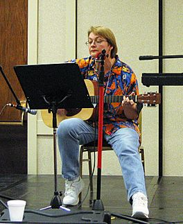 Tanya Huff op it Ohio Valley Filk Festival, yn 2005.