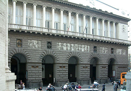 Teatro di San Carlo in Naples, the world's oldest working opera house. Teatr San Carlo Neapol.jpg