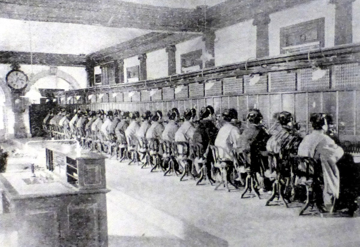 Telephone-operators-Japan-1902.jpg