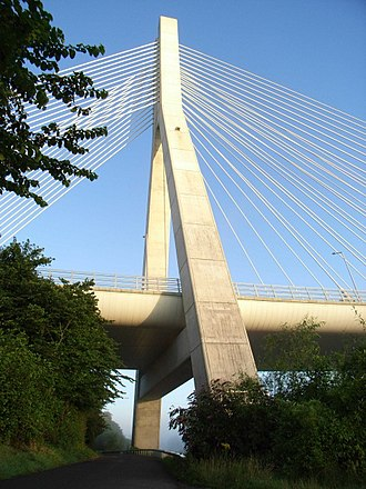 M1 motorway (Republic of Ireland) - The Mary McAleese Boyne Valley Bridge carries the Drogheda bypass across the river Boyne.