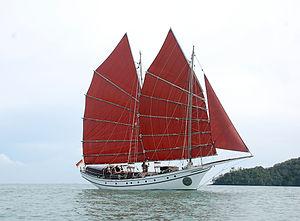 Pinas (ship) - The Naga Pelangi, a 72' (LOD) pinas built in 2009 on Pulau Duyong, sailing in Langkawi 2010