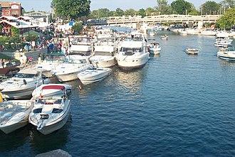 Tonawanda (city), New York - Image: The North Tonawanda side of Gateway Harbor during a summer Canal Concert
