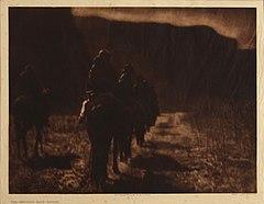 EDWARD SHERIFF CURTIS LE PHOTOGRAPHE DES AMÉRINDIENS 240px-The_Vanishing_Race_-_Navaho%2C_1904