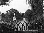 The lake, Botanical Gardens (2362680091).jpg