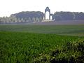 Thiepval mémorial (silhouette floue) 1.jpg