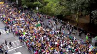Артовкс:Time-Lapse Footage - Columbus Circle - People's Climate March.webm