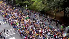 Податотека:Time-Lapse Footage - Columbus Circle - People's Climate March.webm