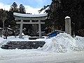 Torii of Minashi Shrine (Hida-Ichinomiya) in a snow day 3.JPG