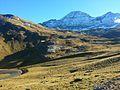 Toujours plus haut, vers le col des Tentes, et le majestueux cirque de Gavarnie - panoramio.jpg