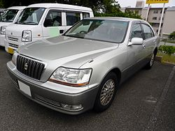 Toyota CROWN MAJESTA (S150) front.JPG
