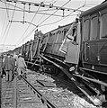 Treinramp militaire trein nabij Oldebroek. Behalve de locomotief onspoorde alle , Bestanddeelnr 907-1236.jpg