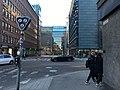 Triangle light for streetcar turn (43886827884).jpg