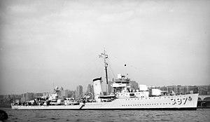 USS Benham (DD-397) anchored off New York City (USA), in 1939 (NH 81173)