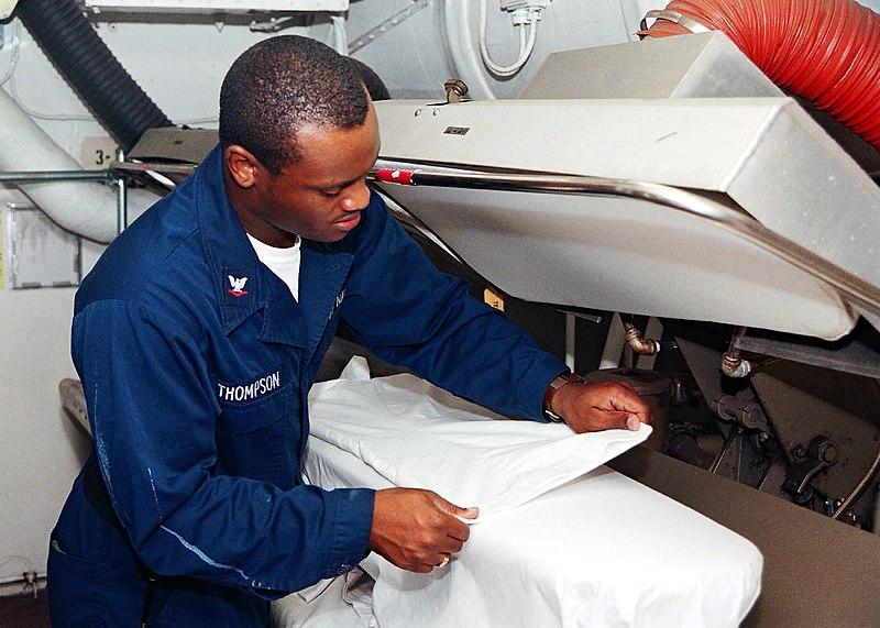 Ficheiro:USS Enterprise (CVN-65), laundry.jpg