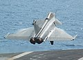 US Navy 070412-N-7498L-030 A French Rafale from the French nuclear-powered aircraft carrier FNS Charles de Gaulle (R 91) completes a touch-and-go landing.jpg
