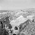 Uitzicht op Byblos met op de voorgrond ruïnes en gebouwen, op de achtergrond de , Bestanddeelnr 255-6371.jpg