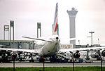 Un boeing 747 d'Air France à son terminal.jpg
