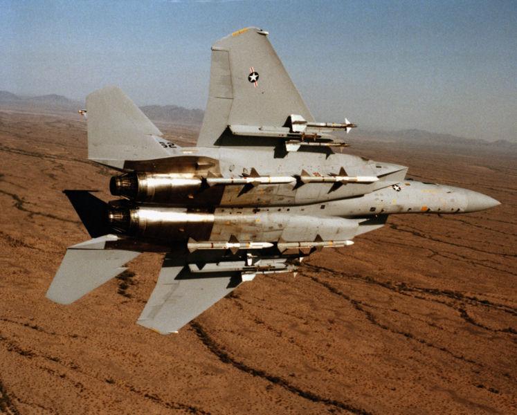 Файл:Underside view of an F-15 Eagle.JPEG