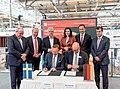 Unterzeichnung des Partnerlandvertrags 2019 mit Schweden durch Fredrik Fexe und Marc Siemering auf der Hannover Messe 2018 04.jpg
