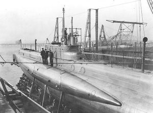USS G-3 during construction in the Lake Torpedo Boat Company shipyard, Bridgeport, Connecticut.