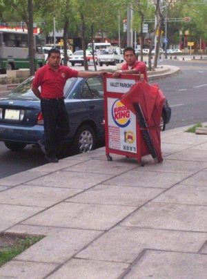 Valet parking - Valet parking offered at a Burger King restaurant in Mexico City