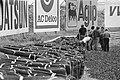 Vangrail van oude autobanden in Tarzanbocht, Bestanddeelnr 930-9865.jpg