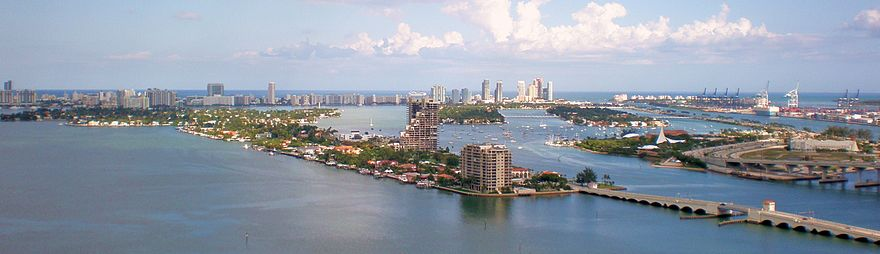 The Venetian Causeway (left) and MacArthur Causeway (right) connect Downtown and South Beach, Miami Beach. Venetian Causeway South Beach.jpg