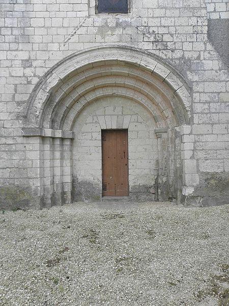 Église Saint-Vincent de Vernoil-le-Fourrier (49). Portail du croisillon sud.
